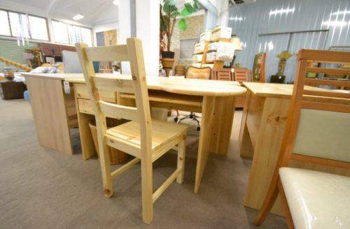 fenyő szék és íróasztal