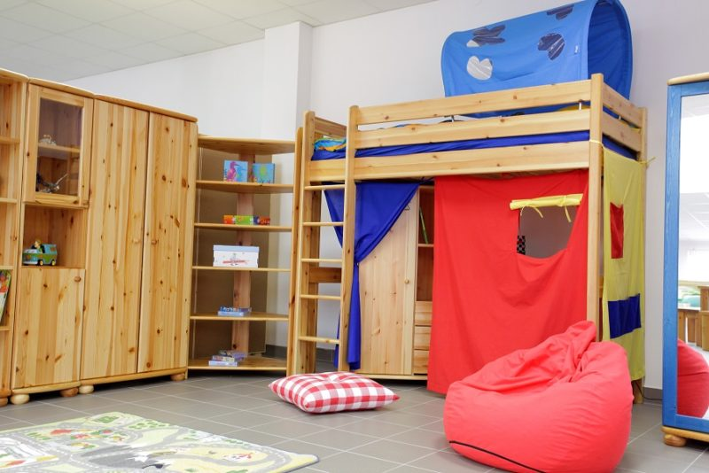 fenyő gyerekszoba emeletes ággyal