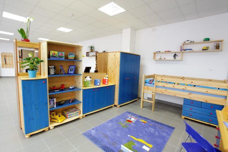 kék színes fenyő gyerekbútorok