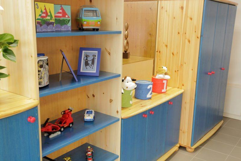 fenyő gyerekbútor részlet