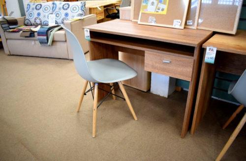 íróasztalok és irodai székek