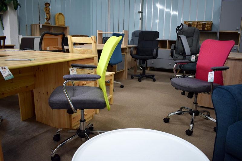 forgószékek, íróasztalok