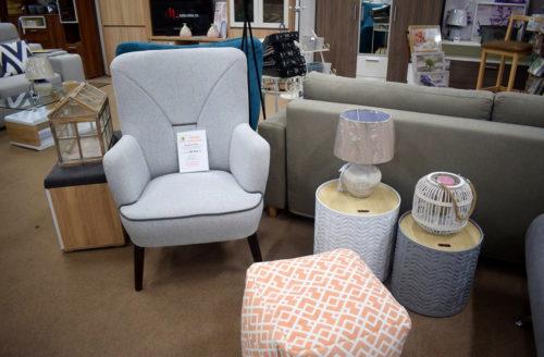 fotelek és lakberendezési tárgyak