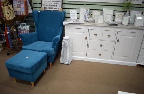 kék lábtartós fotel komód fotó