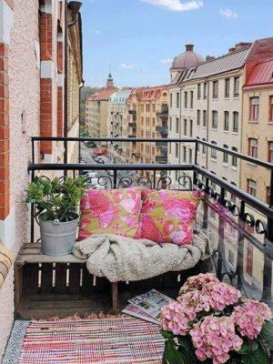 erkély dekor virágokkal